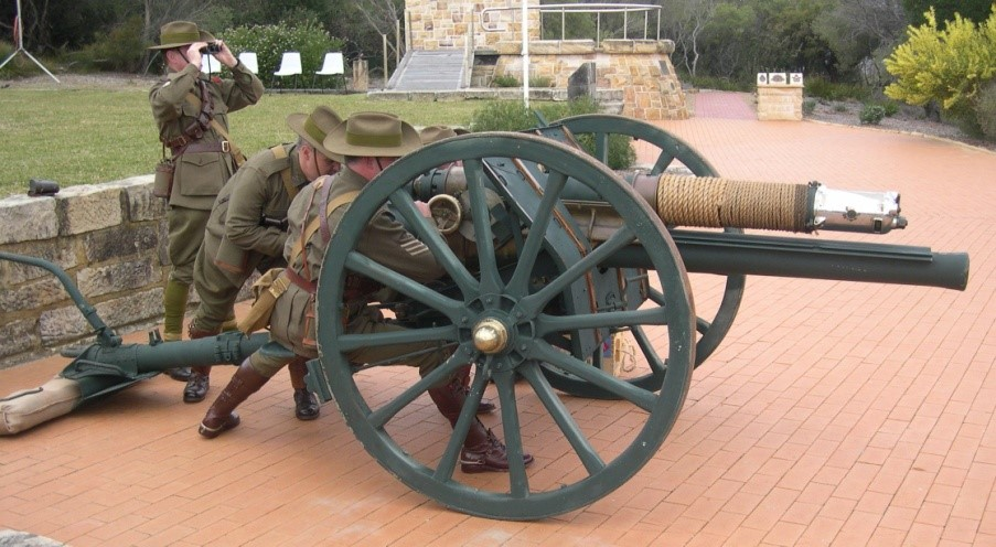 The RAAHC 18 Pounder at North Head with detachment
